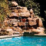 cascada en la piscina