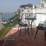 Terrazzo vista mare di una delle camere dell'hotel la Prora di Capri