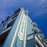 L'hotel è posizionato a 15 mt dal mare e a pochi minuti di passeggiata da V.le Ceccarini..