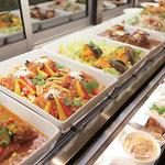 洋食・中国料理・和食のバラエティ豊かなデリカテッセン