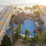 View of the pool and Pacific Ocean