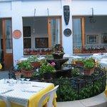Tipico Ristorante con patio esterno.