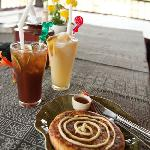 Vanilla pancake with iced tea and a pineapple smoothie