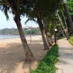 Beach 2 mins walk