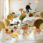 Restaurante, onde servem iguarias de diversos Países, essa mesa é nossa predileta, ok !