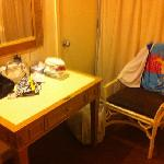 2 bedroom suite (common room dressing table)