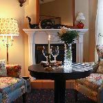 Merlot King Suite sitting area