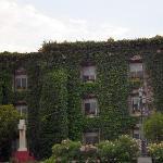 Fachada de las habitaciones en el jardín exterior