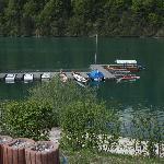 Il fiume Drau, accessibile dal Wahaha, con le barche cinesi e a motore.