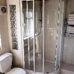Loftus road apartment - bathroom