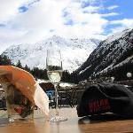 Relax sulla terrazza dell'albergo Sonnblick con vista sul Mittagskogel (3162 m)