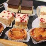 canapes and cakes
