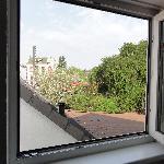 Blick aus dem Fenster / vorbeifahrender Zug