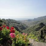 バルコニーから。サンタ・テレーザの海が見下ろせます。