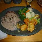 Ottimo filetto al pepe verde con verdure e patate