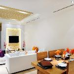Crystal Sand Suite's living&dining room