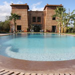 vue de la villa et sa piscine chauffée
