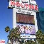 Hooters hotel sign