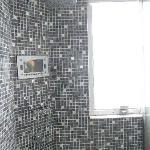 シャワー室の液晶TV