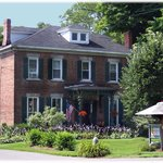 MoonStruck Manor Bed & Breakfast Syracuse NY is close to  Syracuse University, Carousel Mall, sh