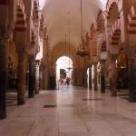 La mezquita , impresionate , hay que visitarla