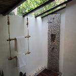 The amazing good shower, beautifull bathroom