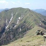 剣山山頂からジロウギュウを望む!