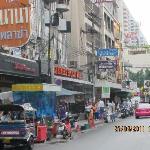 ホテルの前の道路