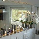 B & B Cologne Filzengraben - Bathroom for Guestroom 3