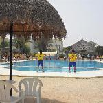 Danse autour de la piscine