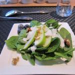 spinach salad with blueberries and a yogurt dressing