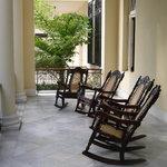Rocking chairs sur la terrasse
