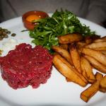 beef tartare and all the fixings