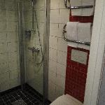 """Connect Hotel City - """"large room"""" - toilet & shower"""