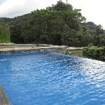 Infinity edged pool