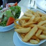 サイドディッシュのサラダとポテトです。こちらも素敵でした!