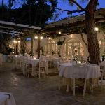 Photo de Avra Restaurant - Garden