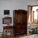 Camera n 5 con vista sul centro storico di Montepulciano e lago Trasimeno