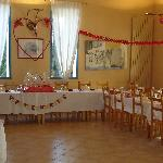 Voici la salle de restaurant. Ce soir là il y avait un mariage.