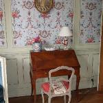 Sekretär im Zimmer