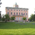 Il palazzo dei congressi nel parco