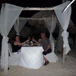 Notre souper romantique à la plage. Nous avions la meilleure table !