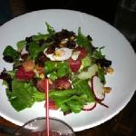 Salad with beet, goat cheese and hazelnuts