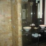Large Bath/Separate Toilet