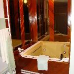 Jetted jacuzzi tub!