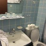 16 bathroom toilet table