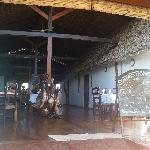 Le restaurant et les chambres autour