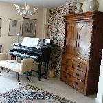 Guest Lounge & Piano