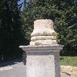 columna entrada jardines