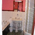 Snowdon Room bathroom
